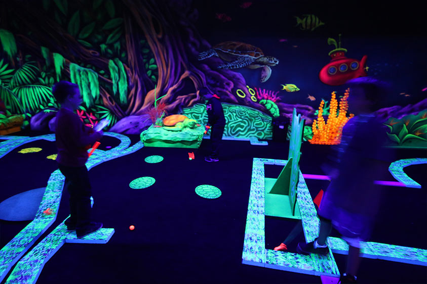 GlowZone 360 Active Entertainment - Glow-in-the-dark Mini Golf